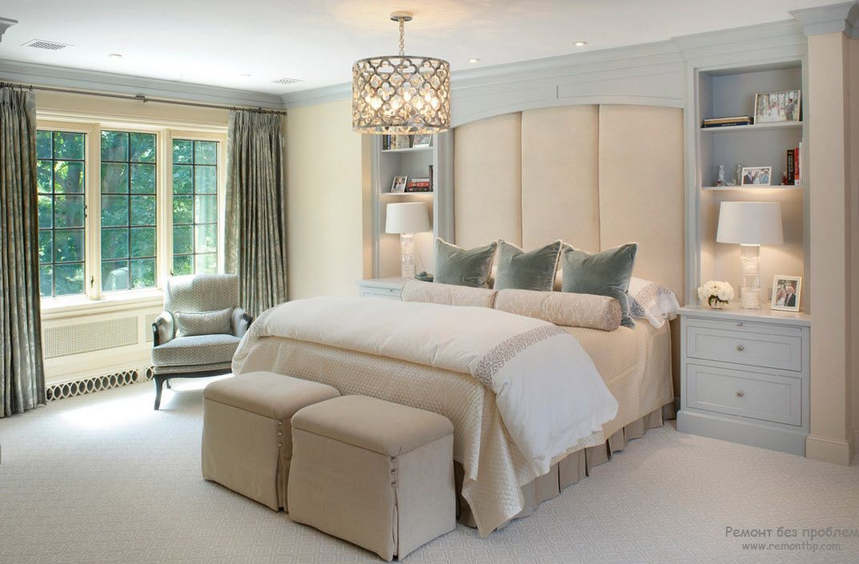 Настольные лампы для светлой классической спальни