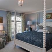 Источники освещения в интерьере синей спальни