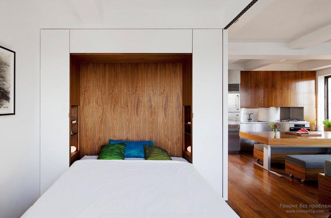 Современная спальня с применением дерева