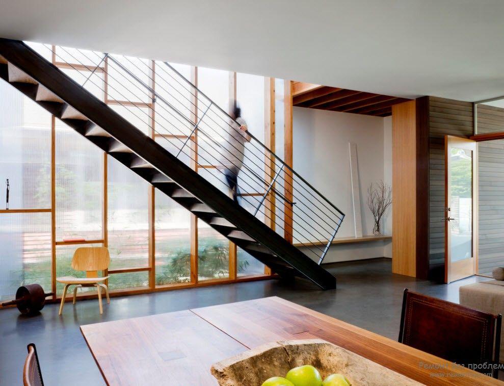 Дизайн металлической лестницы с ограждениями