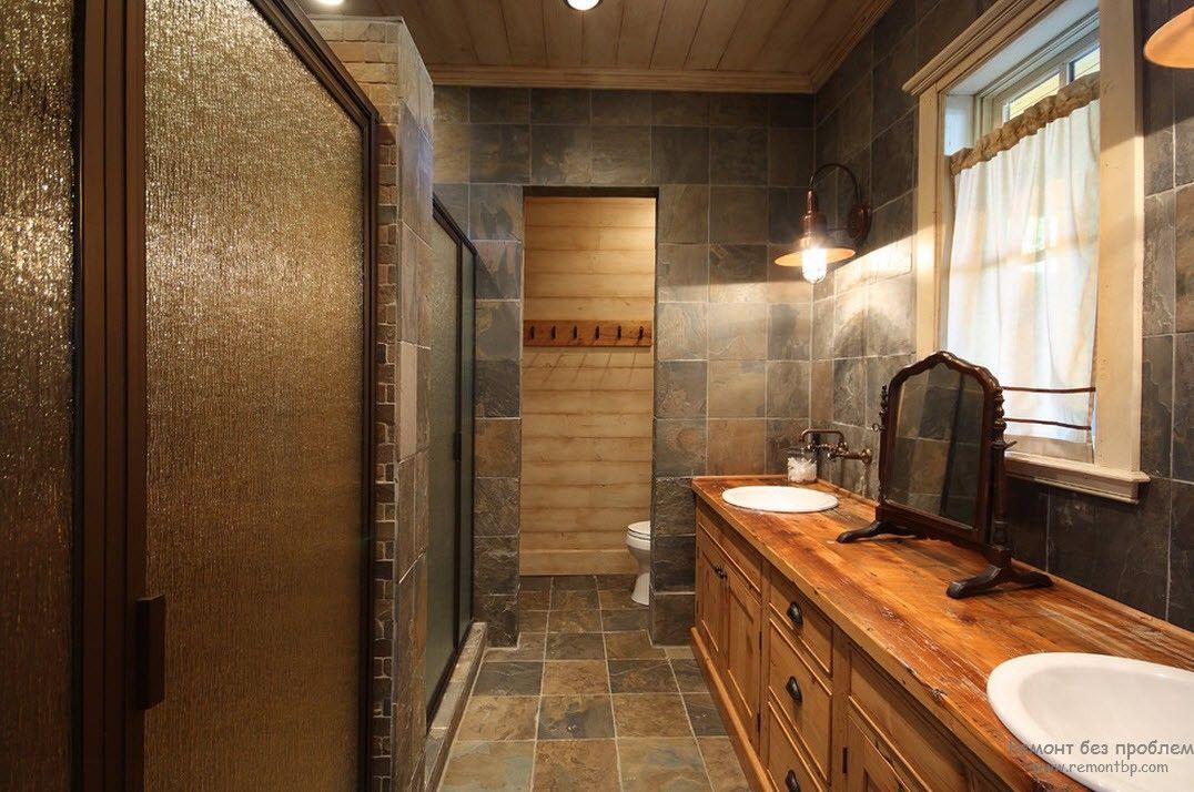 Состаренная мебель в интерьере ванной комнаты