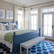 Уютный интерьер синей спальни