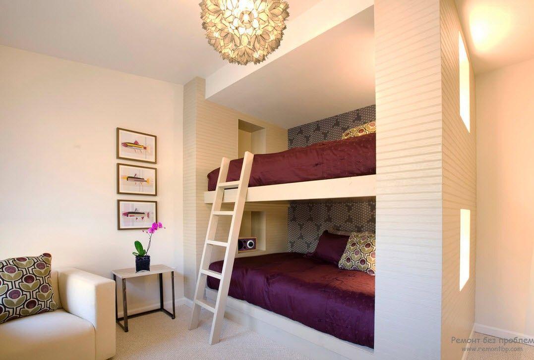 Двухъярусные кровати, расположенные в нише
