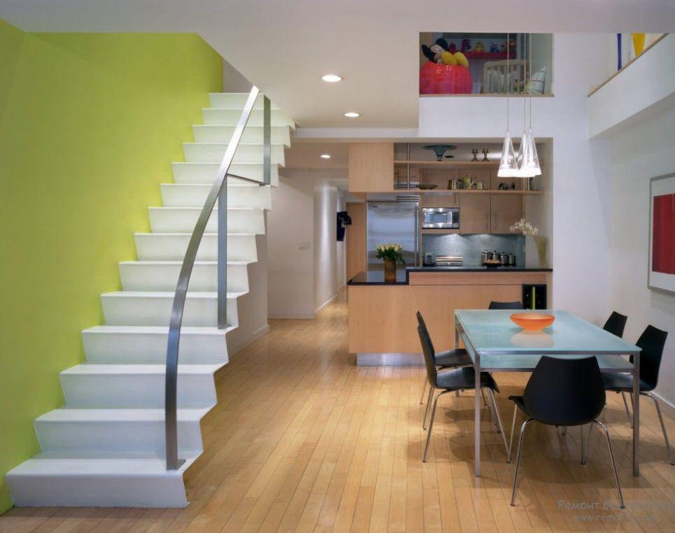 Простейшая конструкция металлической лестницы