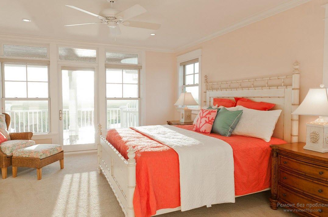Романтическая обстановка в персиковой спальне