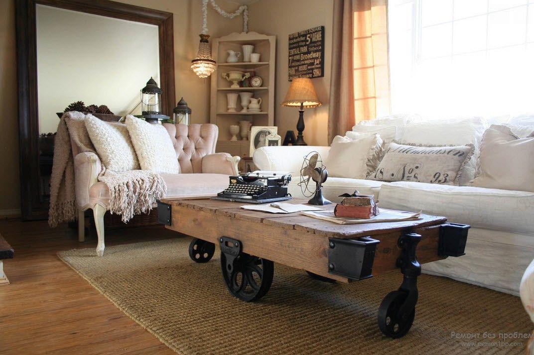 Оригинальный дизайна колесах в виде прицепан деревяного столика