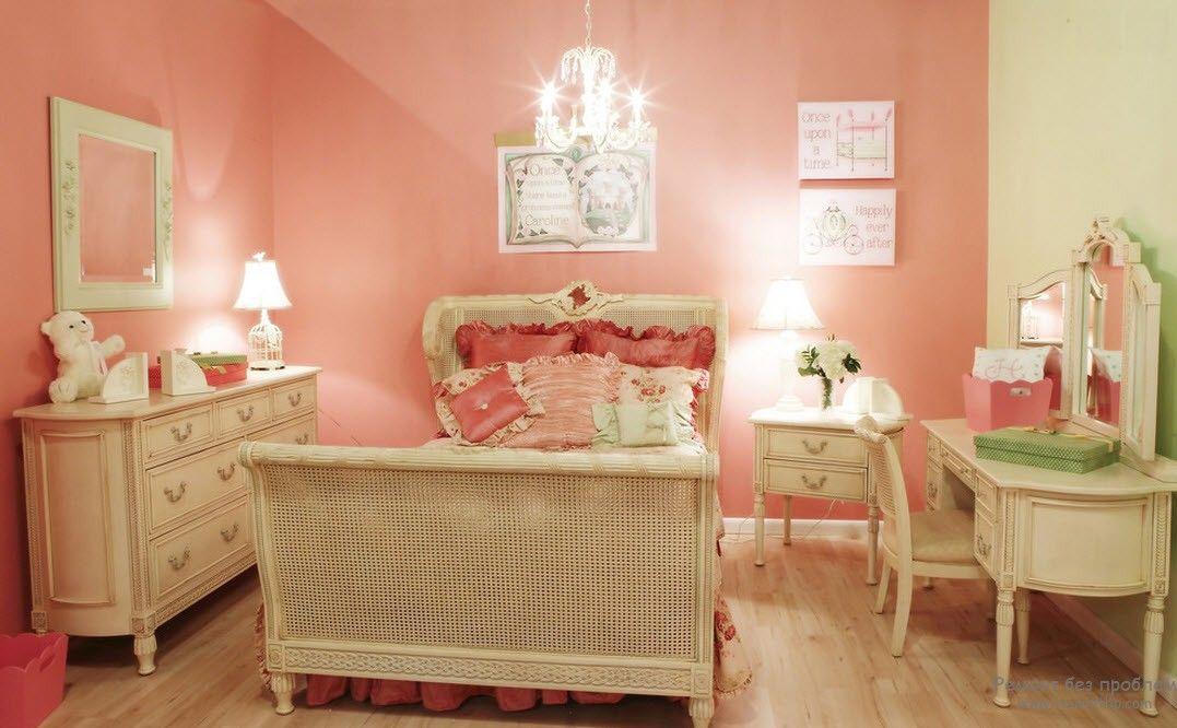Набор мебели для маленькой принцесссы