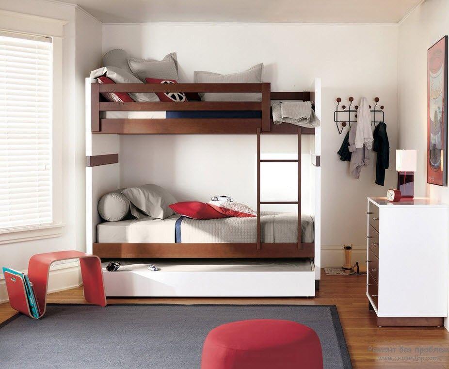 Вариант двухъярусной кровати с выдвижным ящиком