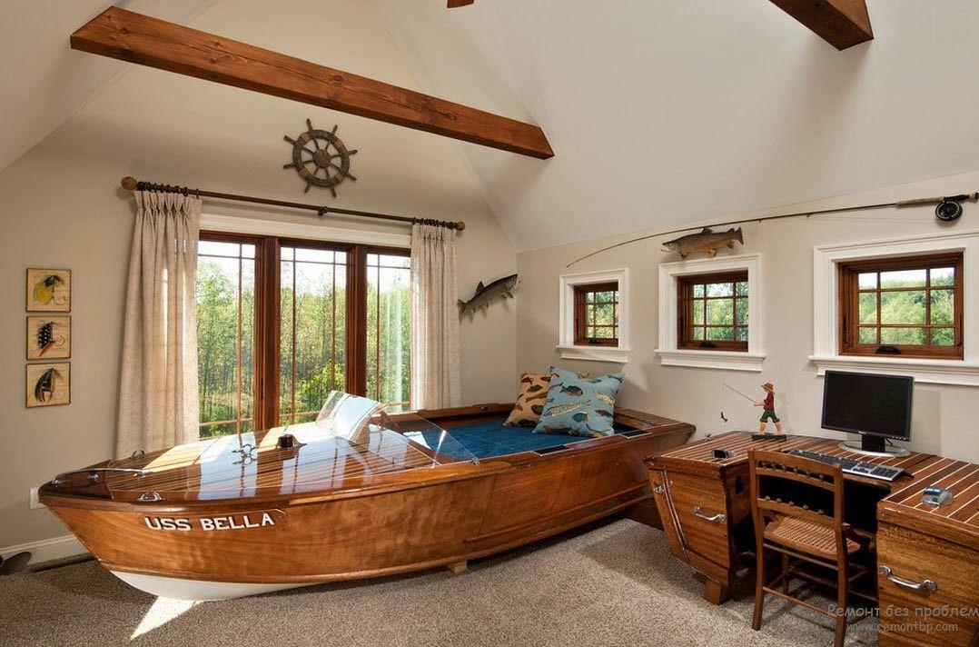 Комната для мальчика в морском стиле с кроватью в виде лодки