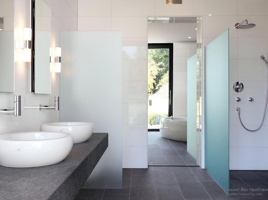 Серый камень и мрамор в интерьере ванной комнаты в стиле минимализм