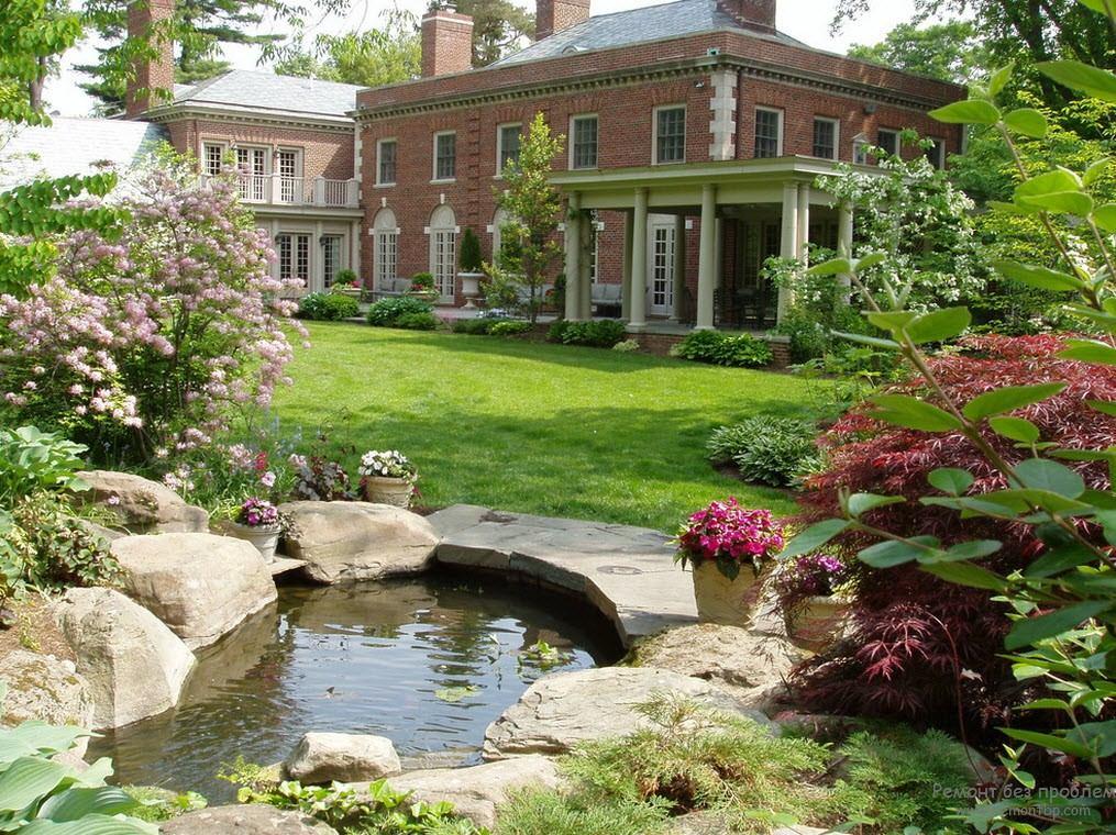 Каплевидная форма небольшого водоёма в саду старого английского стиля