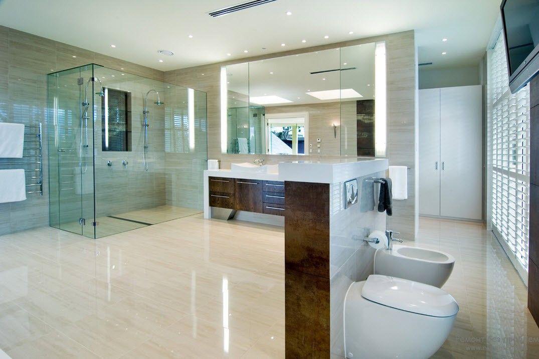 Уютная и комфортная современная ванная комната