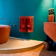 Интерьер ванной с персиковым цветом