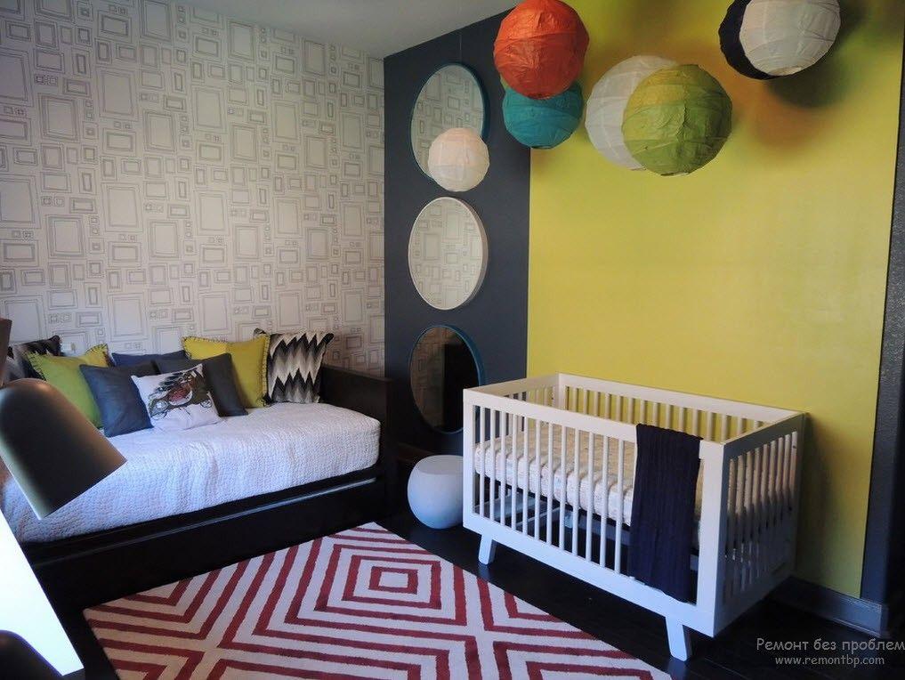 Комбинированный вариант обоев для комнаты новорожденных