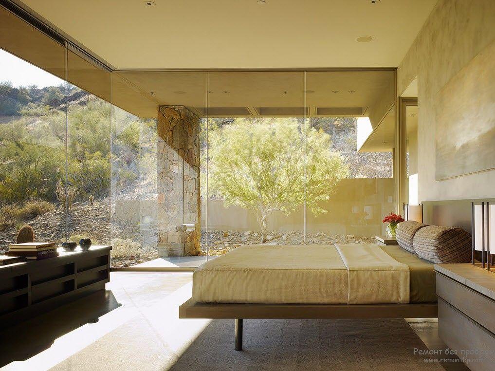 Вместо стен стекло в современной спальне