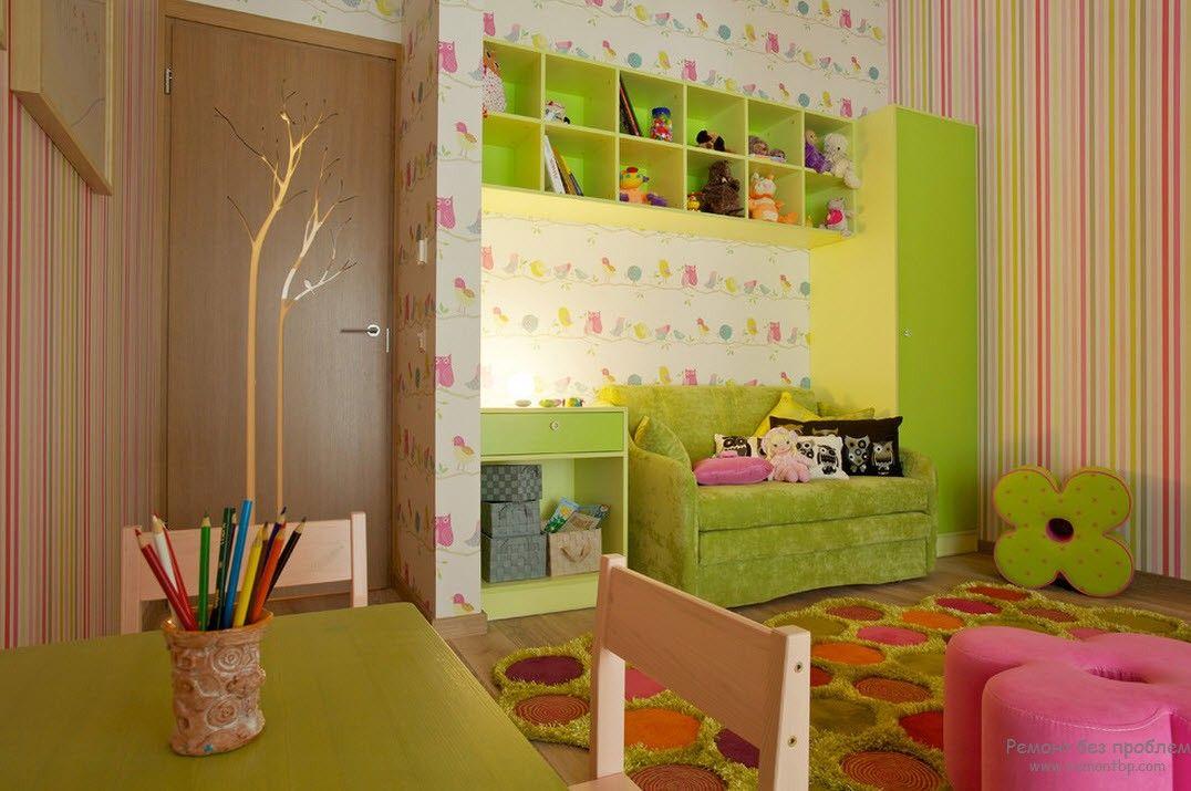 Веселый комбинированный вариант обоев в детской комнате