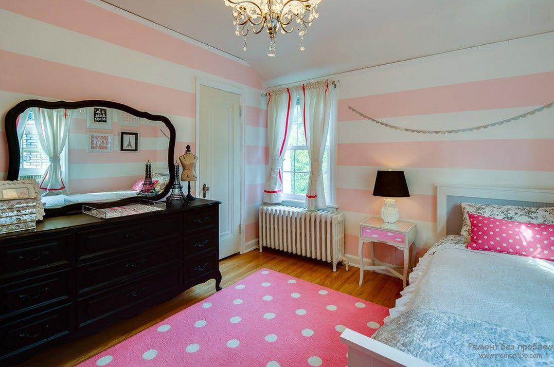 Мебель в классическом стиле в интерьере комнаты для девочки
