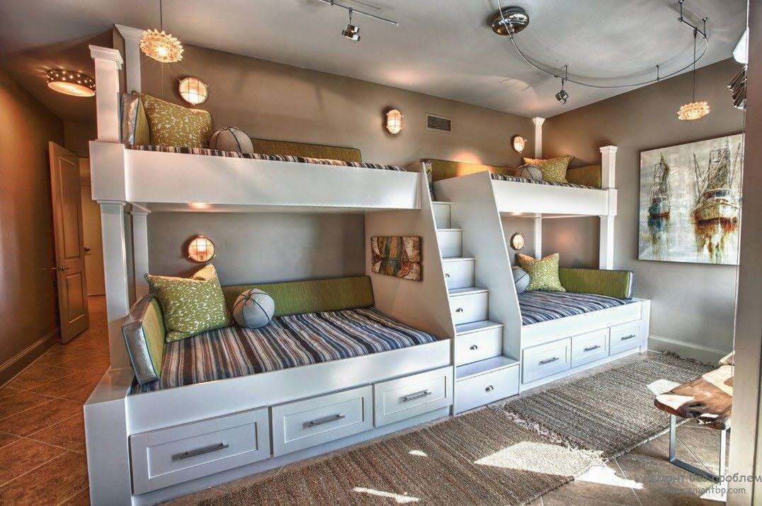 Оригинальные кровати-подиумы с ящичками для вещей