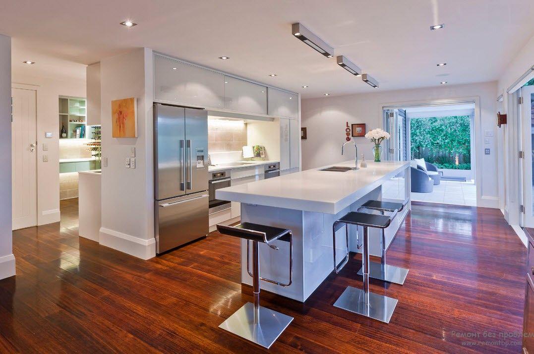 Пол кухни в современном стиле