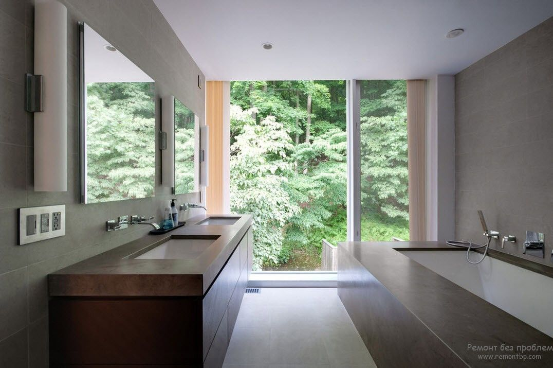 Красивая ванная комната с прямоугольной сантехникой в стиле минимализм