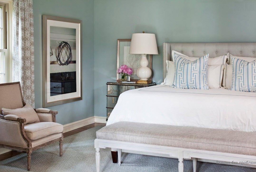 Интересная картина в современной женской спальне