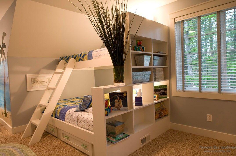 Оригинальная кровать-подиум с выдвижными ящичками