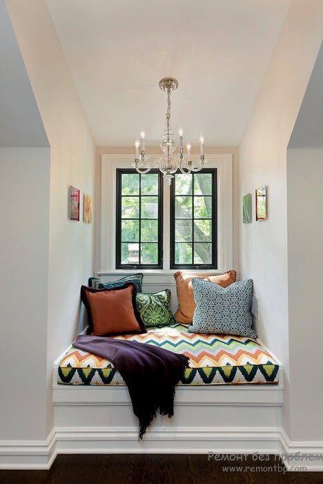 Архитектурнаяя ниша, обустроенная как место для отдыха и чтенияя