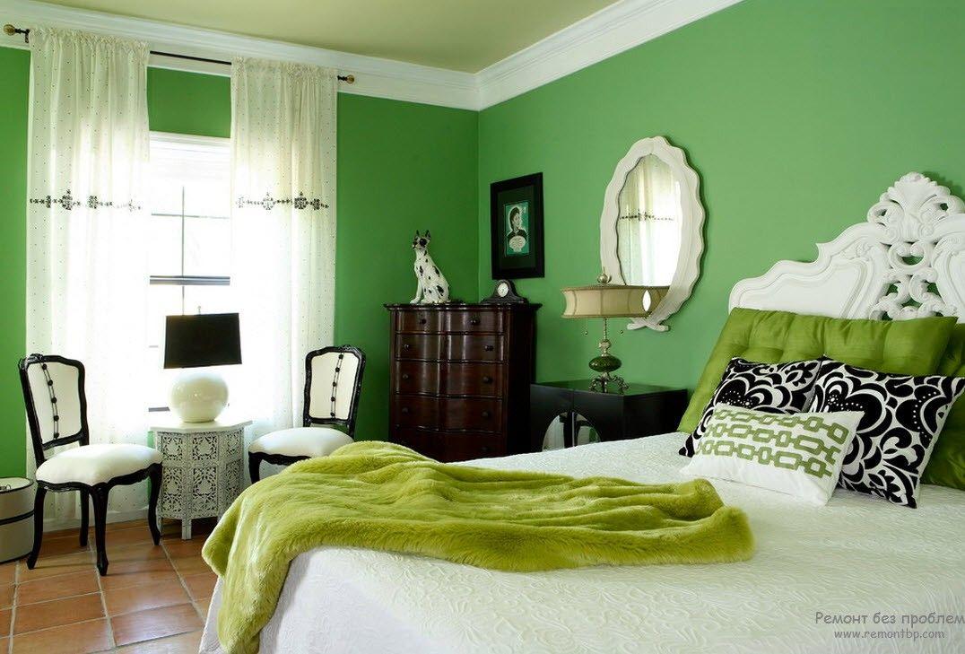 Зеленые стены и аксессуары в интерьере спальни