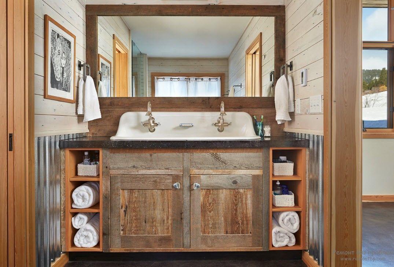 Вентильные краны под бронзу в интерьере ванной комнаты в стиле кантри
