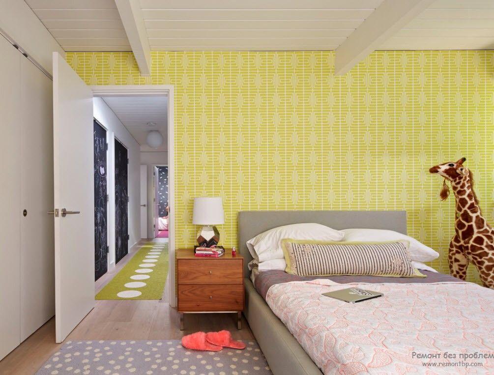 Обои желтого цвета для комнаты мальчика
