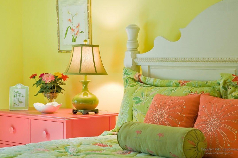 Салатовая женская спальня в стиле модерн