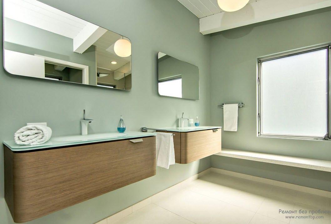 Два больших прямоугольныз зеркала в интерьере ванной комнаты