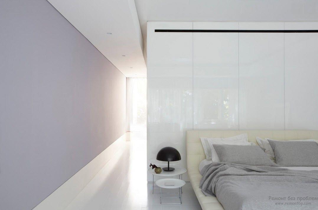 Использование одного белого цвета в интерьере спальни в стиле минимализм