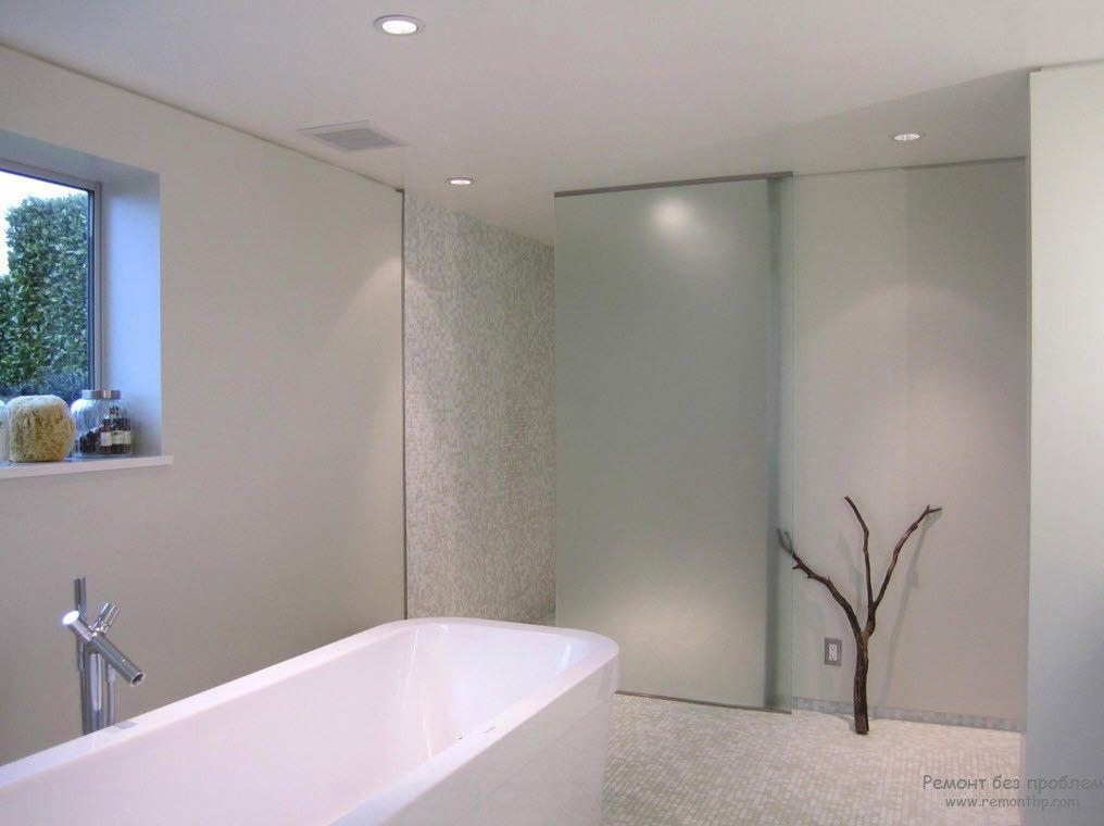Один аксессуар для украшения минималистской ванной комнаты