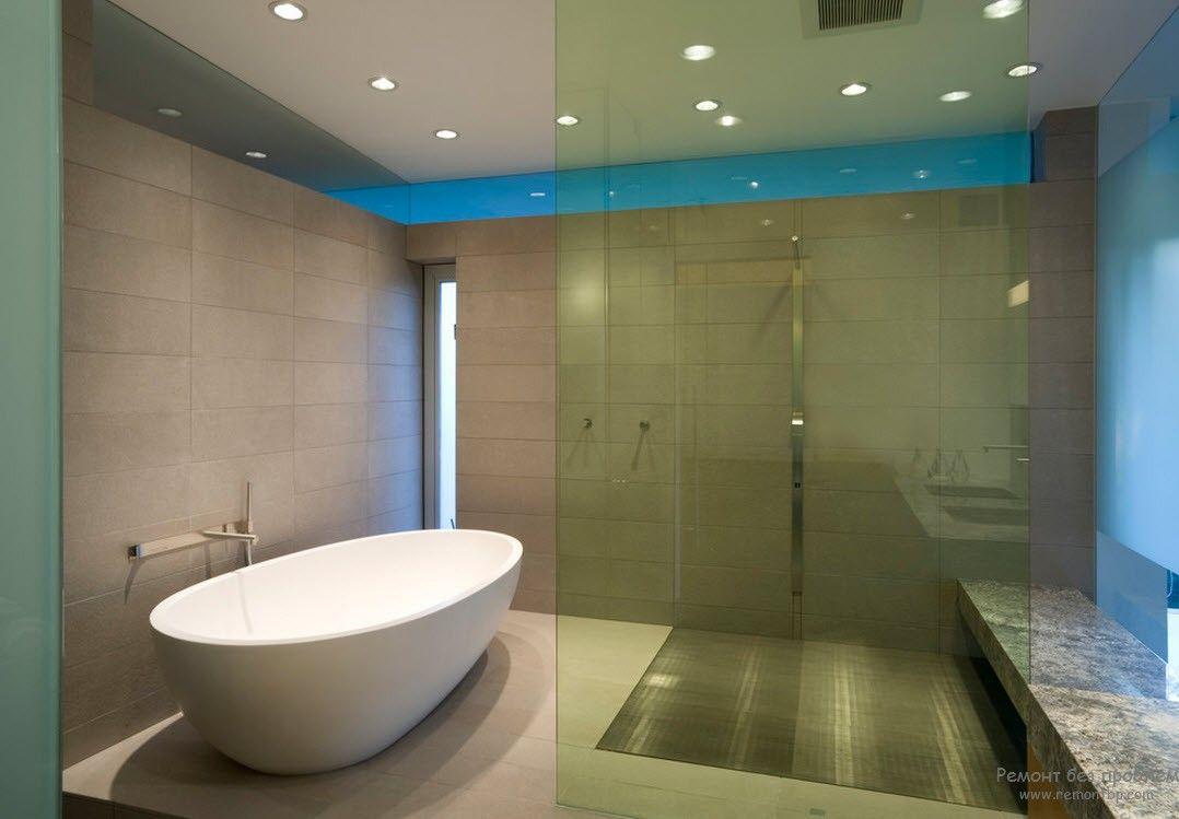 Точечные светильники в качестве освещения минималистской ванной комнаты