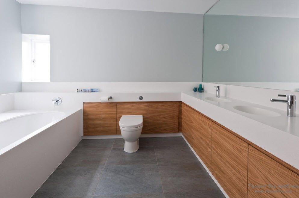 Светлое дерево и мрамор в интерьере ванной комнаты
