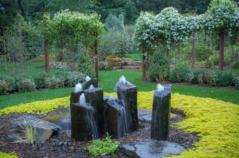 фонтаны фото в саду