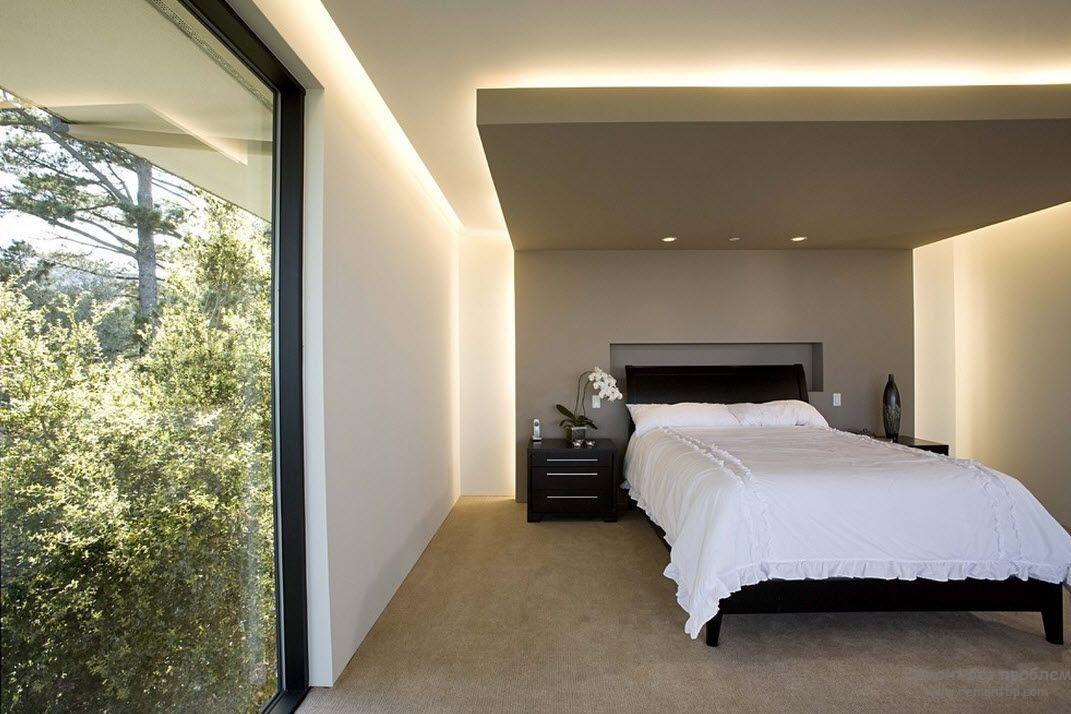 Вариант оригинальной скрытой подсветки в спальной комнате