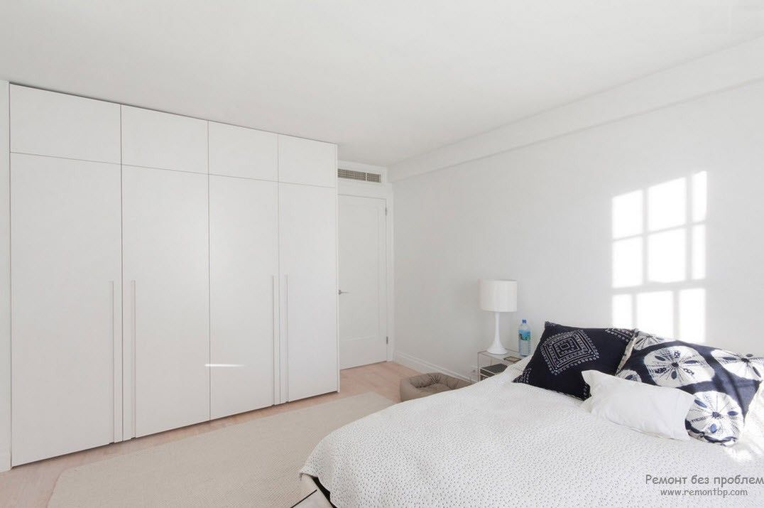 Бедая спальня в стиле минимализм
