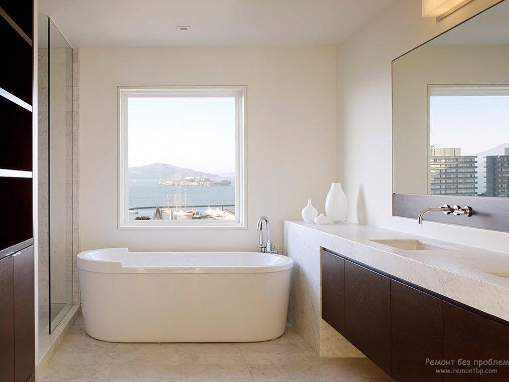 Контрастное сочетание двух цветов в интерьере ванной комнаты в стиле минимализм