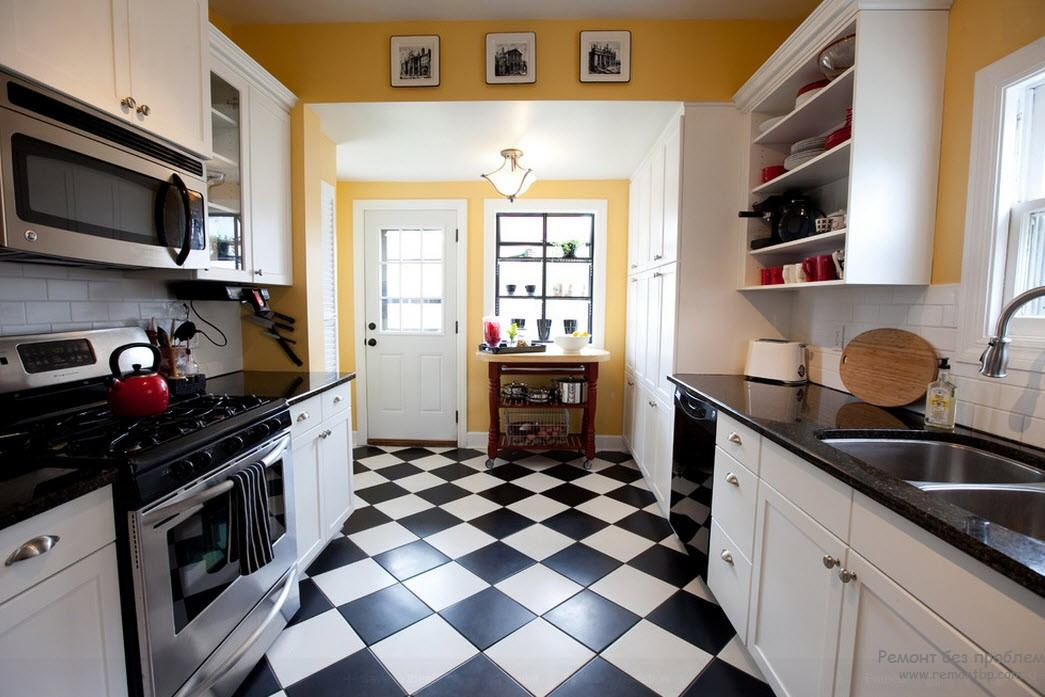 Классическое черно-белое сочетание цветов в интерьере кухни с черной столешницей