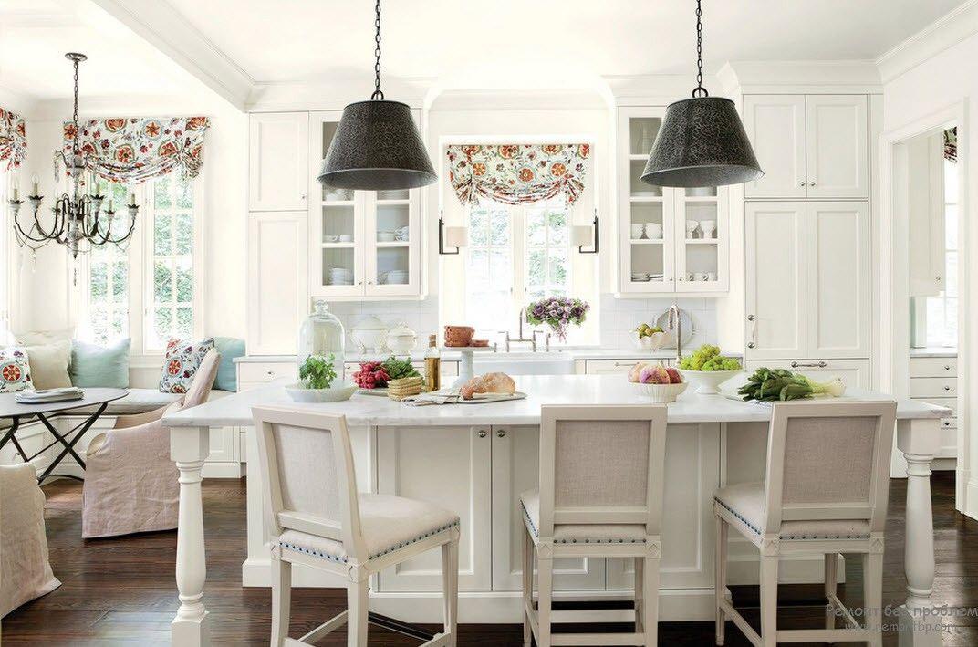Интерьер кухни и штор
