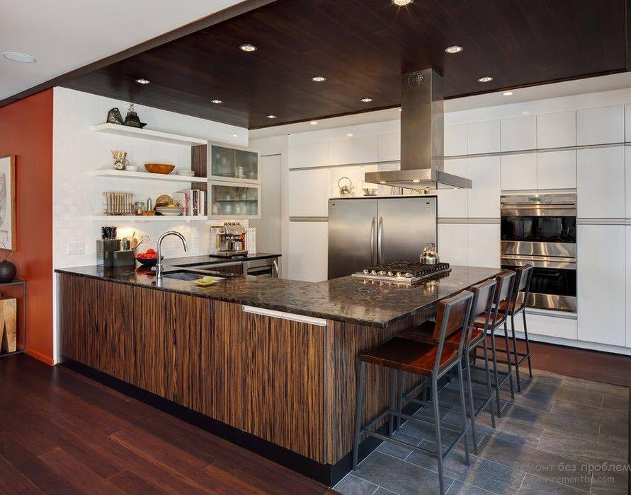 Интерьер кухни с темной столешницей