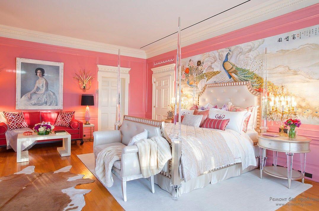 Кровать в классической женской комнате
