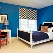 Красный акцент в синей спальне