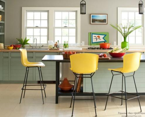 Желтые стулья