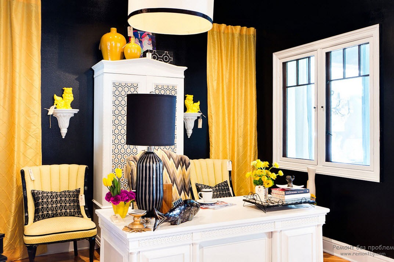 Контраст желтого на фоне черного и белого