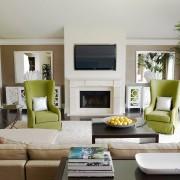 Кресла зеленые в белой комнате