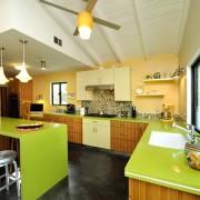 Кухня. Сочетание салатного и оранжевого