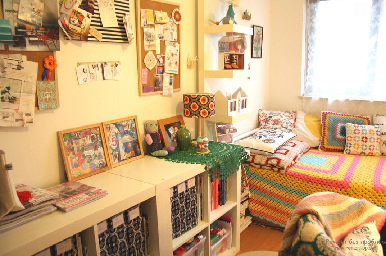Красочная вязка в интерьере детской комнаты